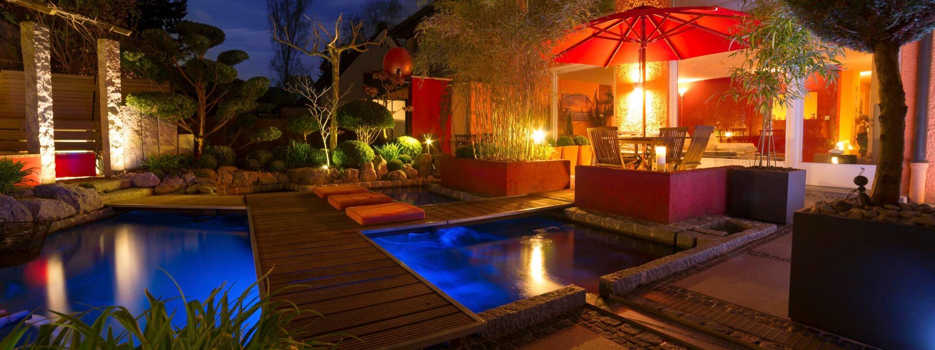 Heimelige Atmosphäre durch Beleuchtung eines Gartens